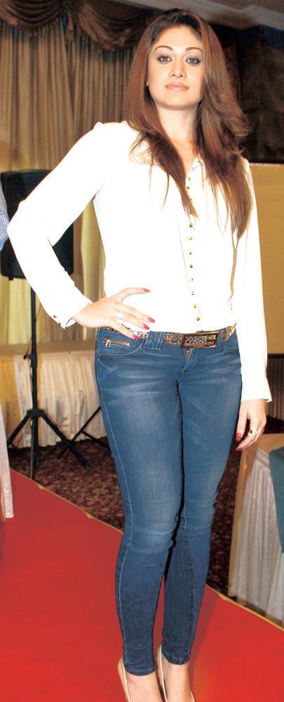 Shefali Zariwala Clicked A Pose At Party