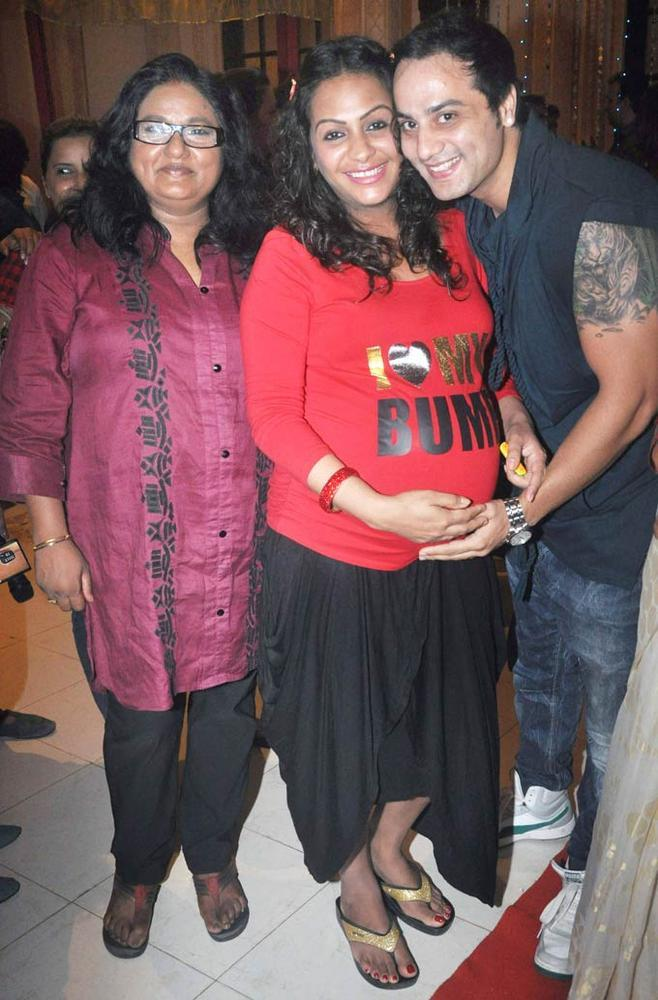 Ashita And Hubby With Guest At Yeh Rishta Kya Kehlata Hai Succses Bash