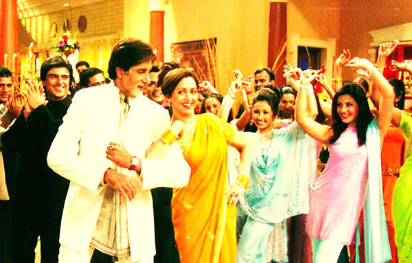 Hema And Amitabh A Still From Baghban
