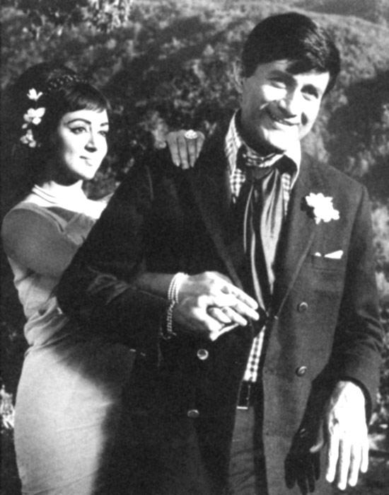 Hema Malini And Dev Anand In Johny Mera Naam
