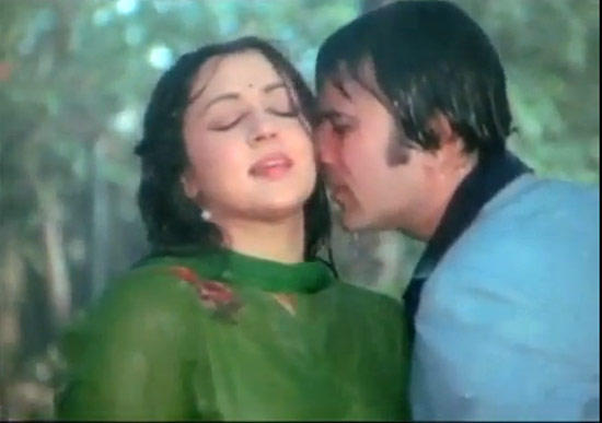 Hema Malini And Rajesh Khanna Romantic Still