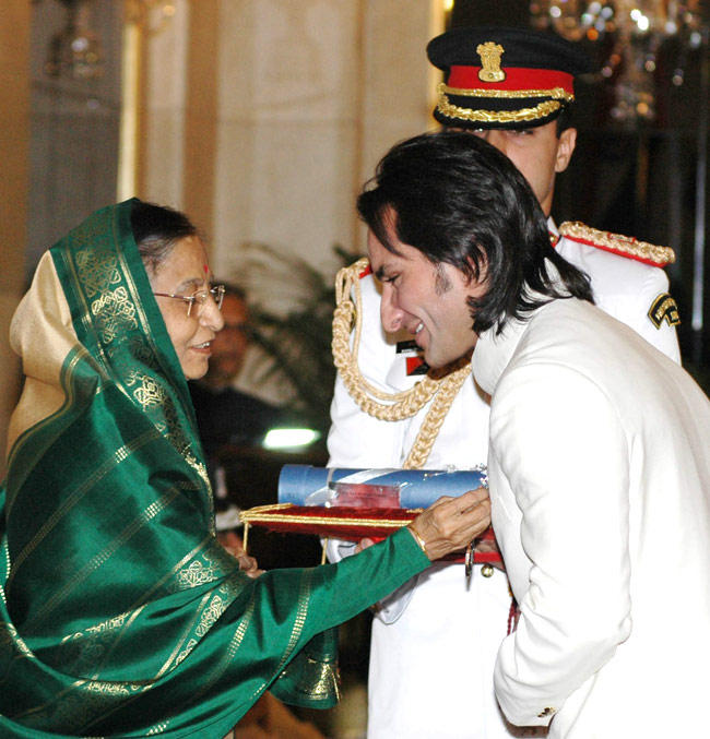 Saif In A Special Moment With H'onrable President Pratibha Devisingh Patil