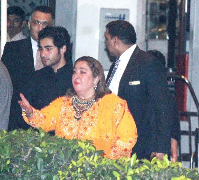 Reema With Son Armaan At Kareena And Saif  Nikaah