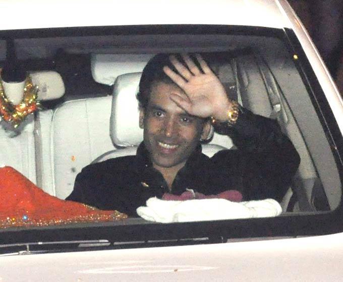 Tusshar At Kareena And Saif  Nikaah