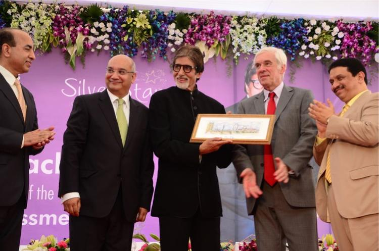 Big B Inaugurates Mobile Diabetes Detection Van At Mumbai