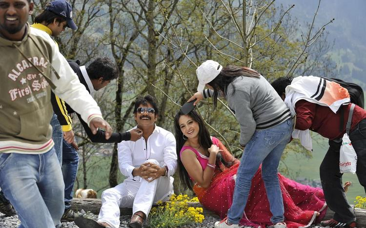 Nagarjuna And Anushka Romantic Scene Shooting Still