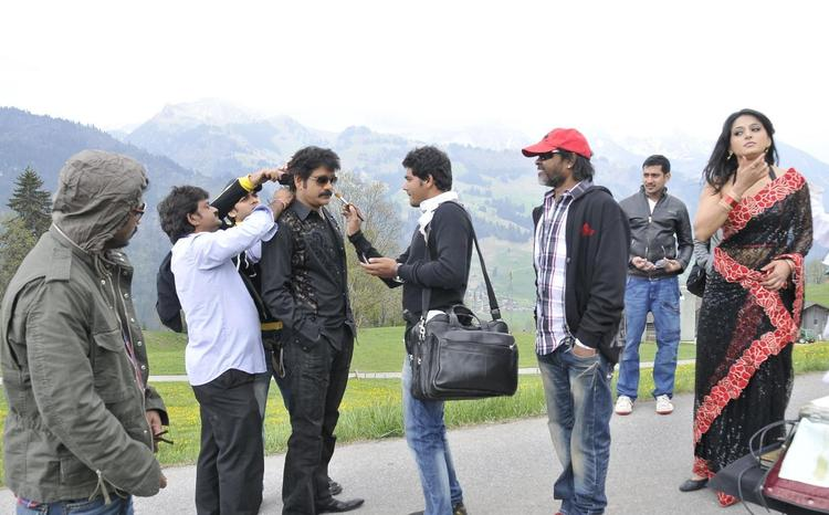 Nagarjuna Take Make Up On The Sets Of Damarukam