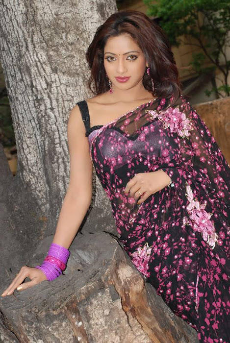Udaya Bhanu Sexy Look In Saree Pic