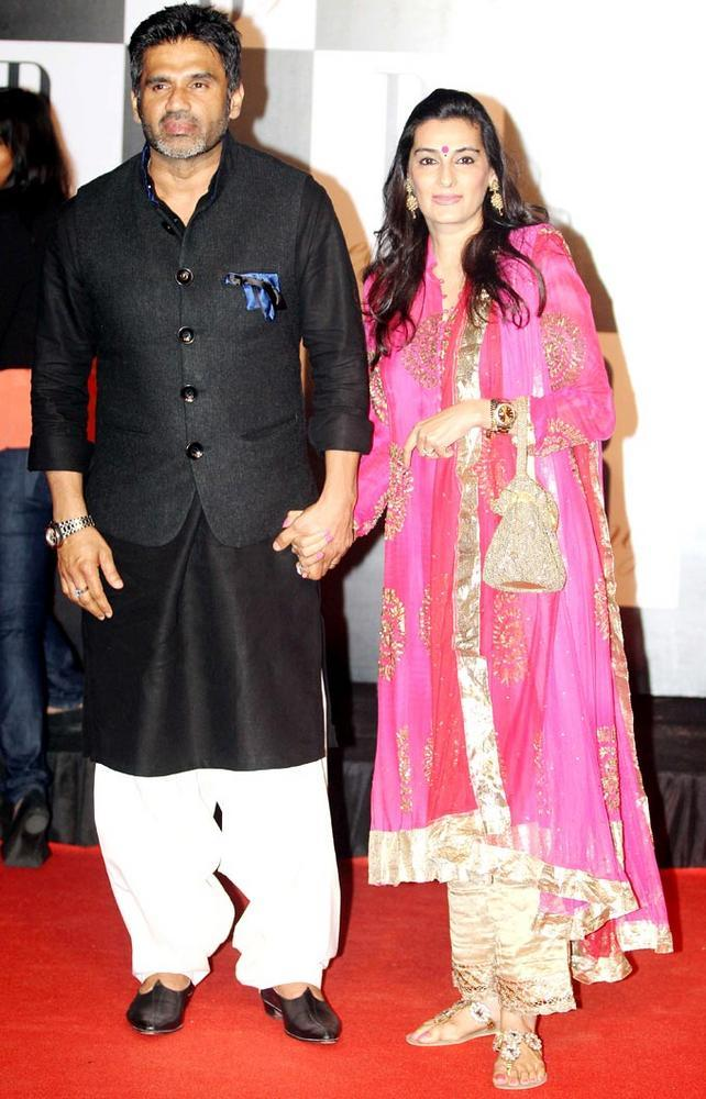 Sunil With Wife Mana Shetty Looks Great Pic