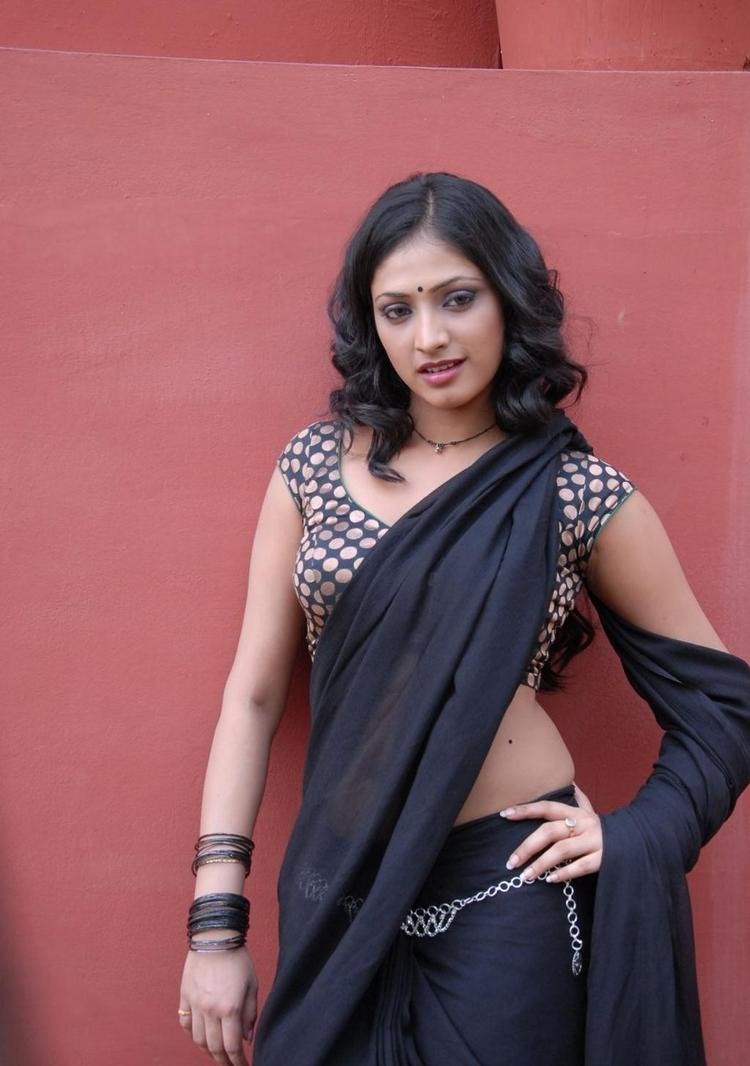 Haripriya Hot Saree Pictures In Abbayi Class Ammayi Mass Movie