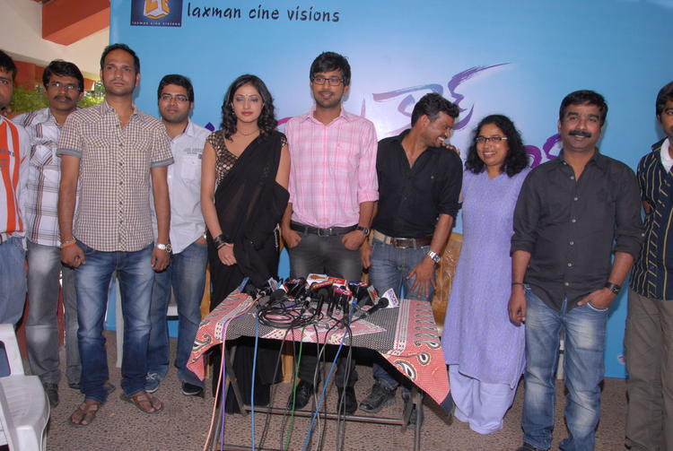 Varun Sandesh And Haripriya With Team Member Latest Movie Still