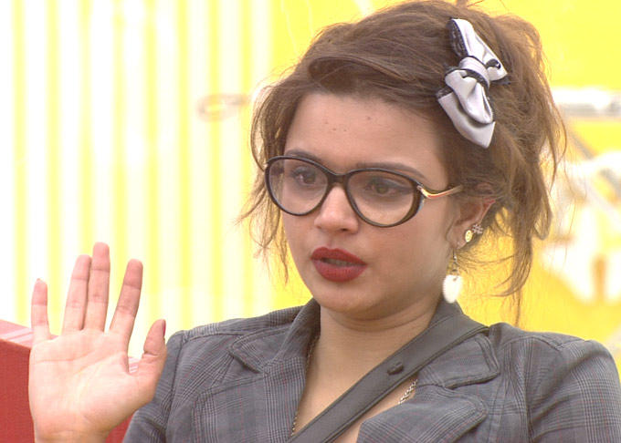 Aashka So Worry About Coffee Fight At The Bigg Boss House 6 In Day 10