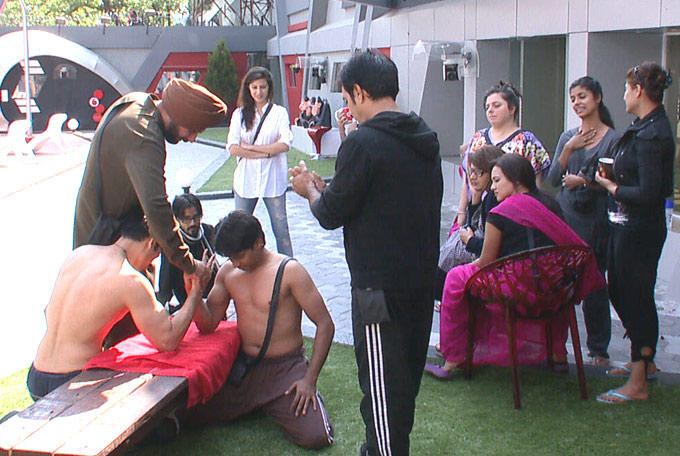 Sidhu,Asim,Kashif,Niketan,Vrajesh,Urvashi,Aashka,Sana,Sayantani And Delnaaz At Day 10 In The Bigg Boss House 6