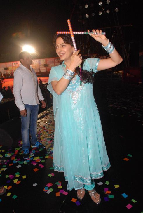 Juhi Smiling Still During Falguni Dandiya Event In Goregaon At Mumbai