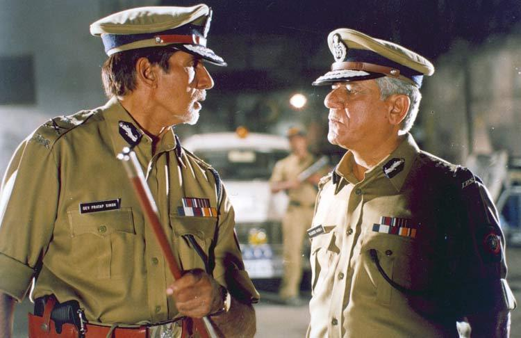 Om Puri And Amitabh Bachchan In Dev Movie