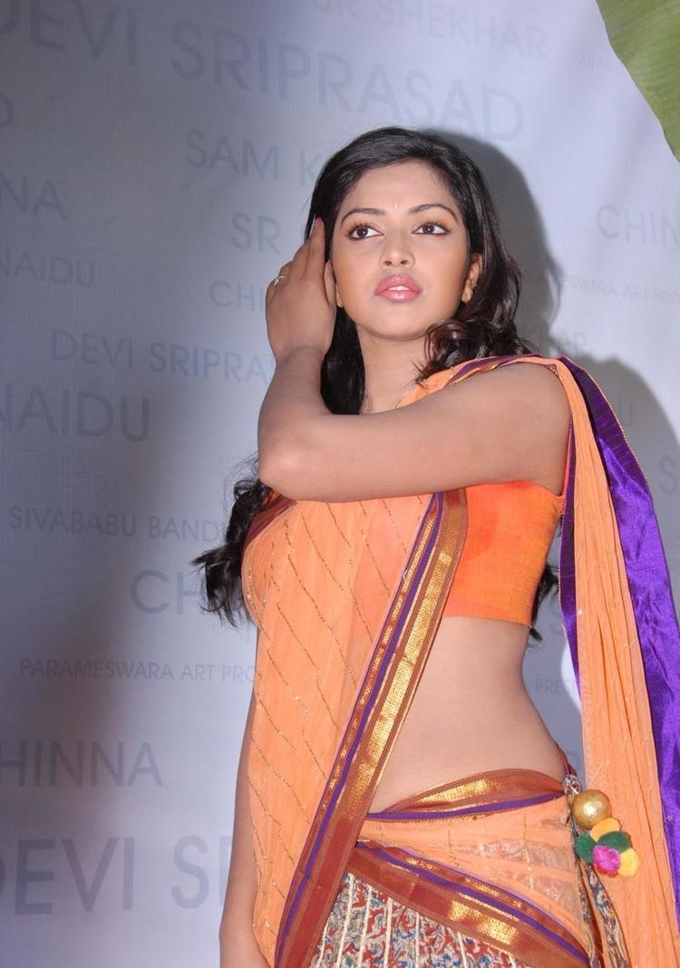 Amala Paul Navel Show In Saree