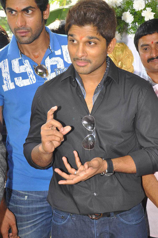 Allu Arjun Snapped At Iddarammailatho Movie Opening Event