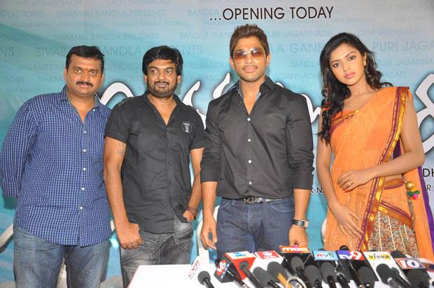 Allu,Amala And Puri Jagannath During Iddarammailatho Movie Opening Event