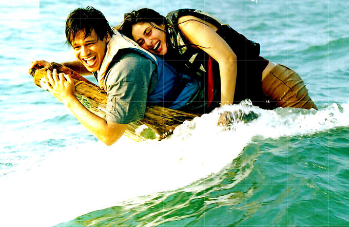 Vivek And Kareena Cool Still From Yuva