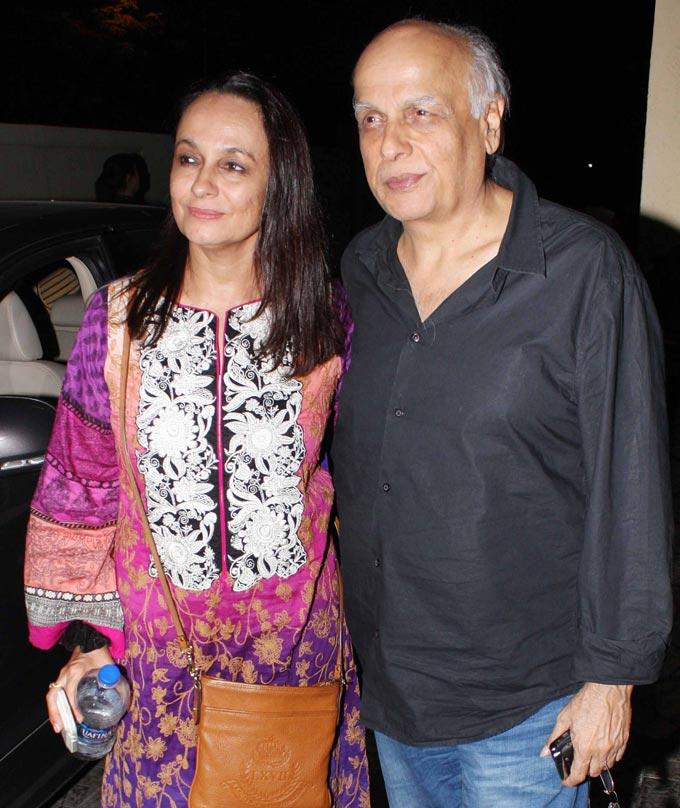 Mahesh With Soni Pose For Camera At Student Of The Year Screening