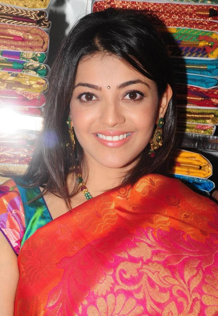 Kajal Agarwal Cute Sexy Pose Photo In Saree