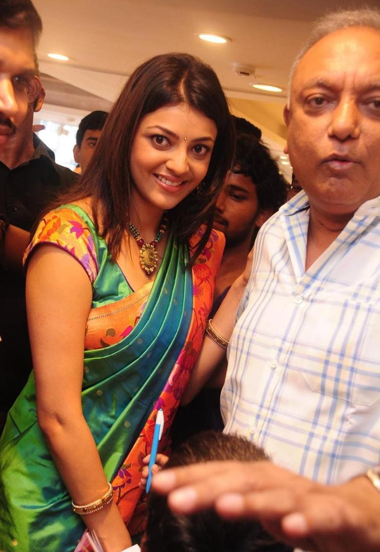 Kajal Agarwal Unveiled Kalanikethan Showroom Exclusive