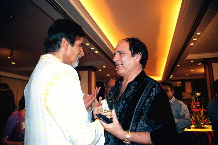 Amitabh Bachchan And Feroz Khan Nice Photo