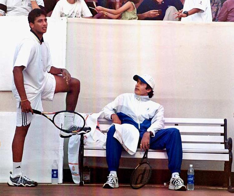 Amitabh Bachchan And Mahesh Bhupathi In Tennis Ground