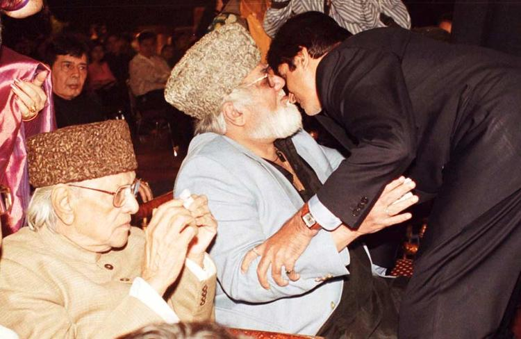 Amitabh Bachchan Greets Noted Comedian Mehmood