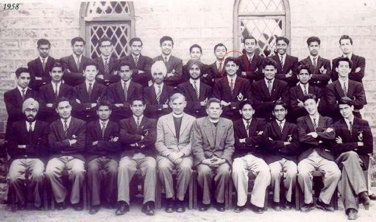 Amitabh Bachchan Rare Picture From School Days