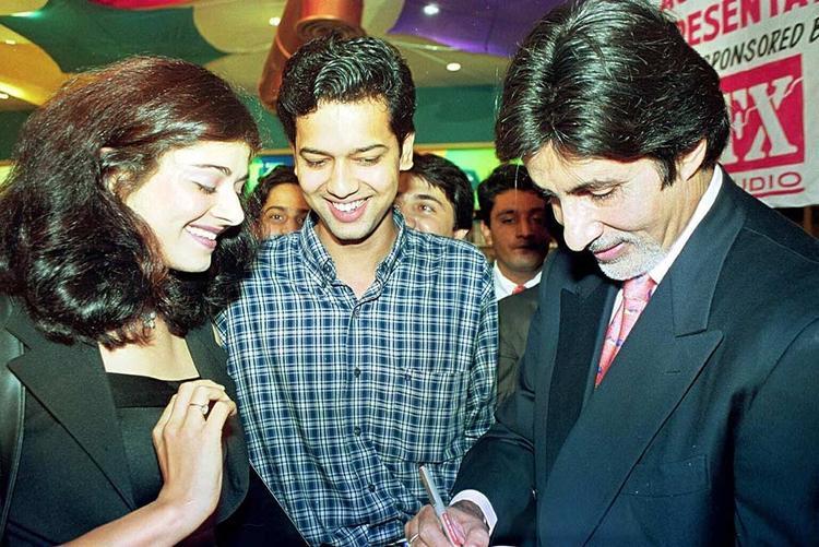 Amitabh Gives Autograph To Pooja And Rahul