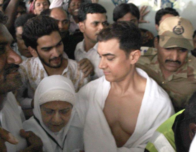 Aamir Khan Goes On Haj With Mum Zeenat Hussain