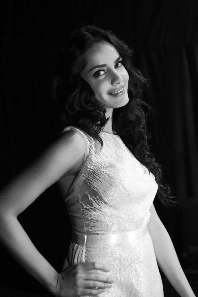 Shazahn Smiling Photo Shoot At Blenders Pride Fashion Tour Hyderabad