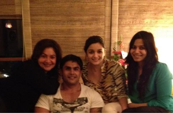 Alia,Pooja,Shaheen And Rahul Cool Photo