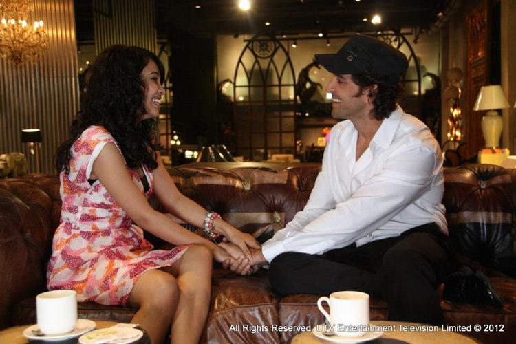 Hrithik Roshan With Fan Hand Catching Snap At LML 2