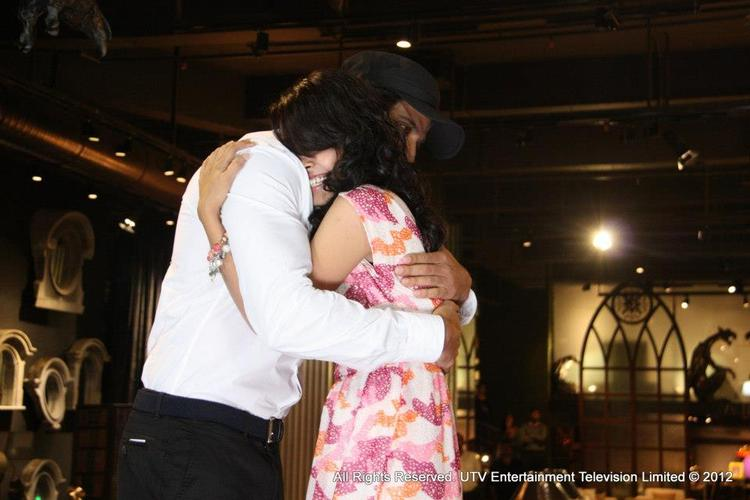 Hrithik Roshan With Fan In Special Hug Clicked