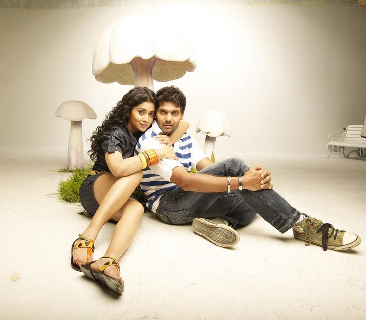 Arya And Shriya Saran Hot Gorgeous Pic