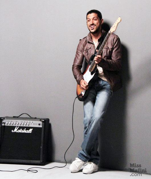 Farhan Posed With An Electric Guitar