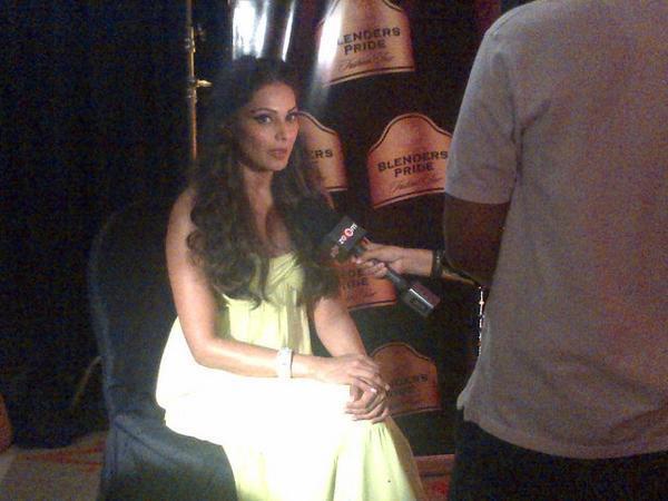 Bipasha Latest Still At Blenders Pride Fashion Tour 2012 At Delhi