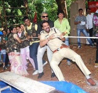 Prakash And Arjun Still During Rope Competation In Film City Gorengaon