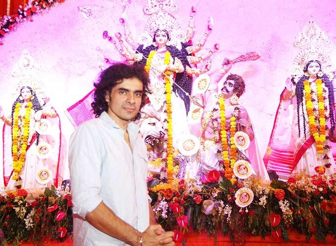 Imitiaz Give Pose At North Bombay Sarbojanin Durga Puja