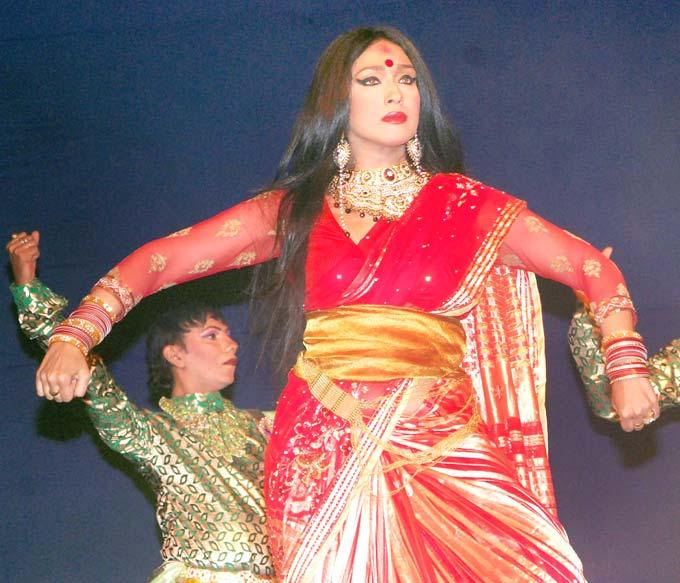 Rituparna Angry Dancing Pose At Celebration Of Durga Puja