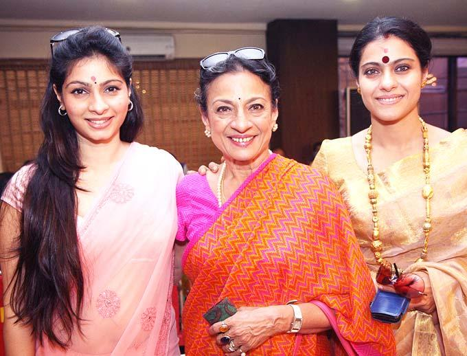 Tanisha,Tanuja And Kajol Pose For Camera Durga Puja