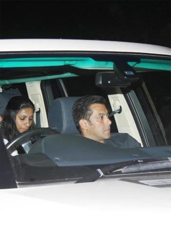 Salman Khan Arrives for Yash Chopra Funeral