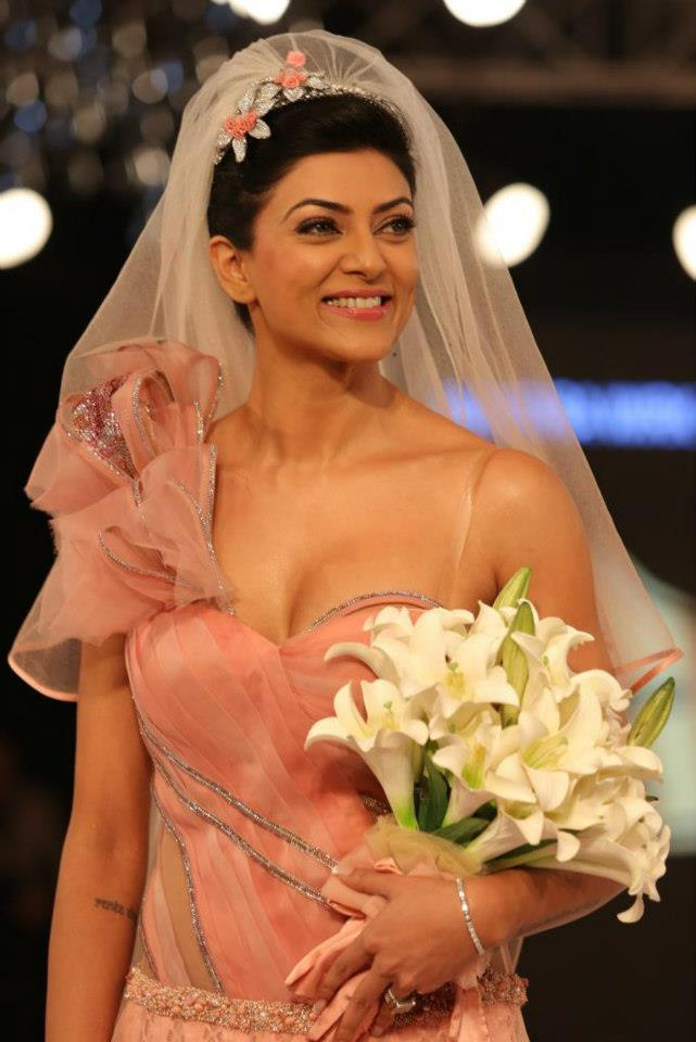 Sushmita Smiling Face Look Still At BPFT 2012 In Delhi