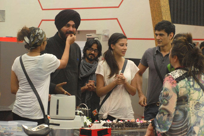 Aashka,Navjot,Sana,Aseem,Niketan And Delnaaz Celebrate Birthday  In Bigg Boss HouseAt Day 14