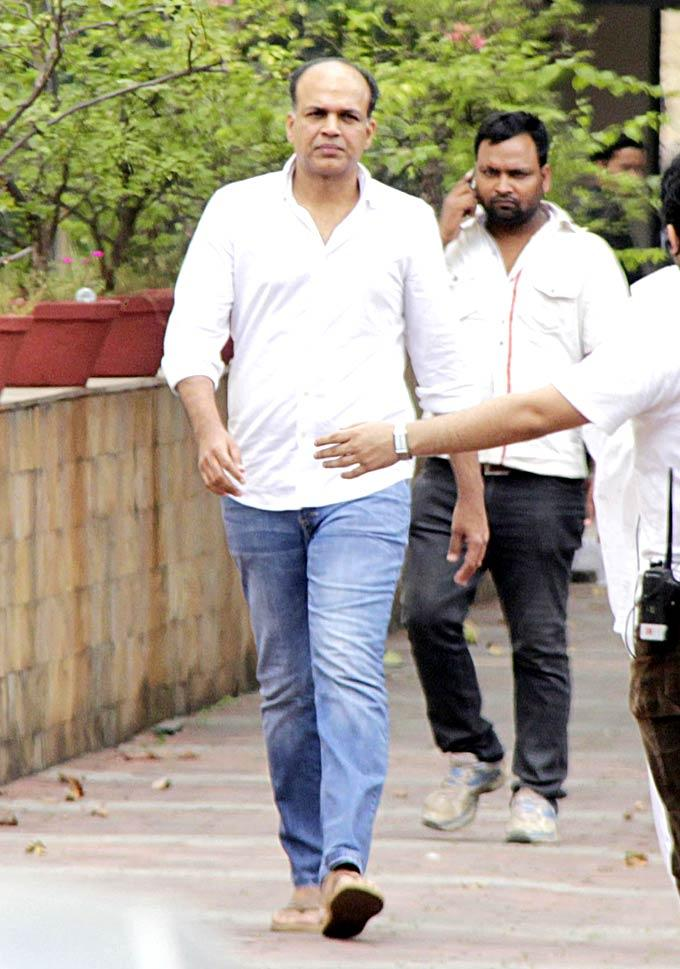Ashutosh Came For Pay His Last Respects To The Romance King