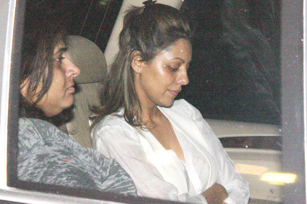 Gauri Spotted To Pay Her Last Respects To The Romance King