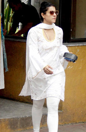 Kajol Arrived To Pay Her Last Respects To Yash Chopra In Yash Raj Studio