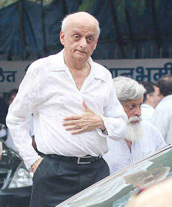 Mukesh Bhatt Spotted To Pay HisLast Respects To The Romance King